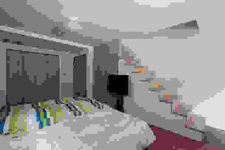 光と風が通り抜ける都心の家 北欧スタイルの 寝室 の アトリエグローカル一級建築士事務所 北欧