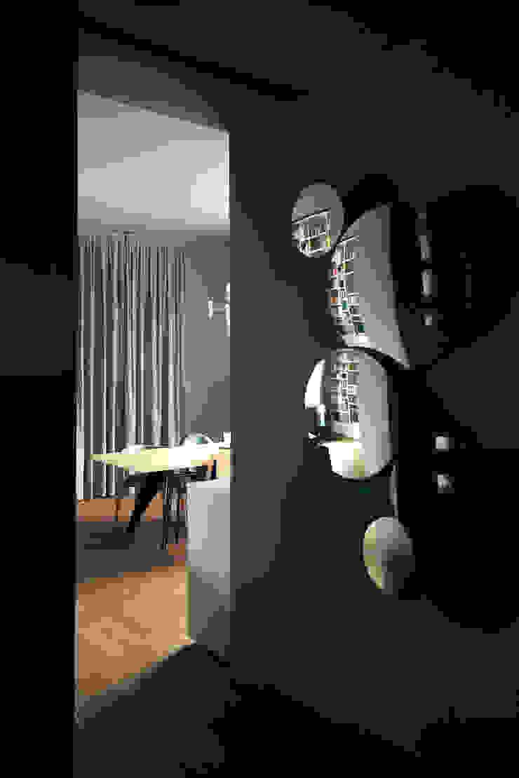 house#01 soggiorno di andrea rubini architetto Scandinavo Pelle Grigio
