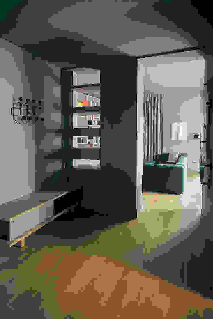 house#01 ingresso Ingresso, Corridoio & Scale in stile classico di andrea rubini architetto Classico Legno Effetto legno