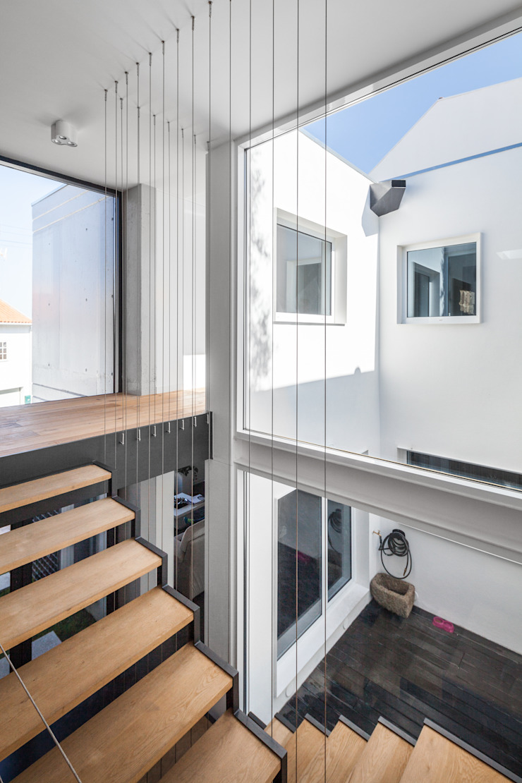 Casa JA Corredores, halls e escadas minimalistas por FPA - filipe pina arquitectura Minimalista