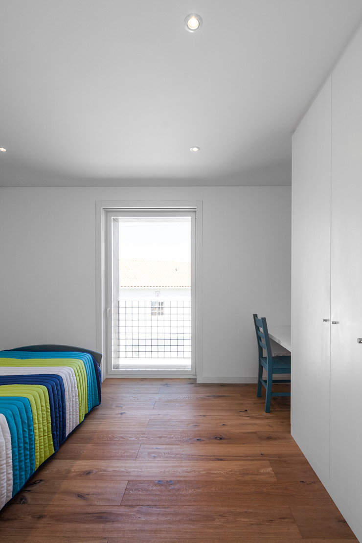 Casa JA Quartos minimalistas por FPA - filipe pina arquitectura Minimalista