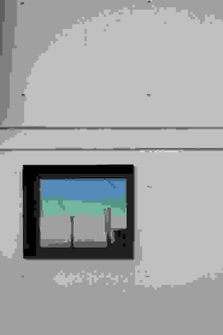 Casa JA Janelas e portas minimalistas por FPA - filipe pina arquitectura Minimalista