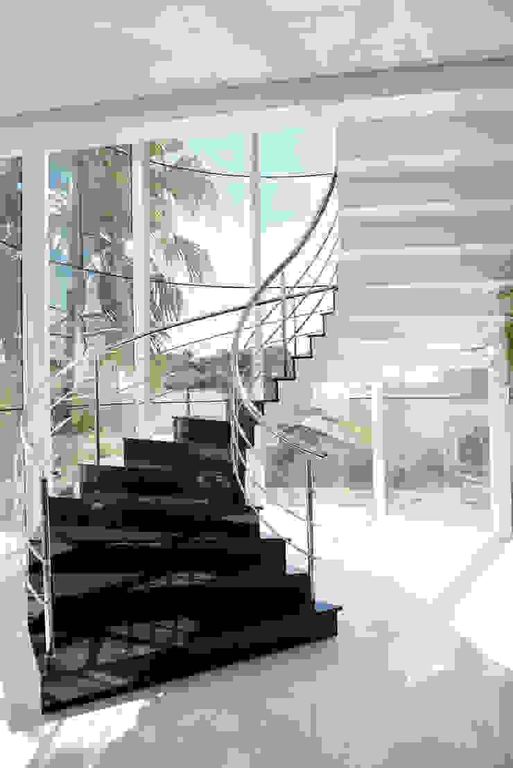 Salas de estilo clásico de Márcia Pilz Arquiteta e Urbanista Clásico