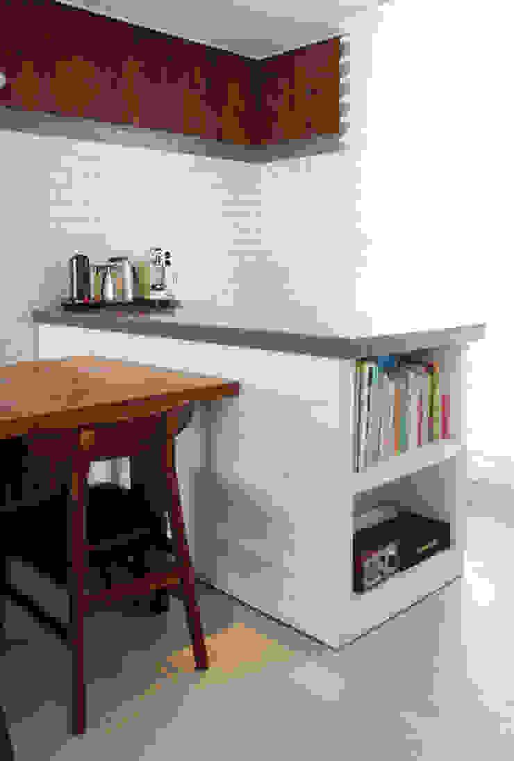 Modern dining room by 마르멜로디자인컴퍼니 Modern
