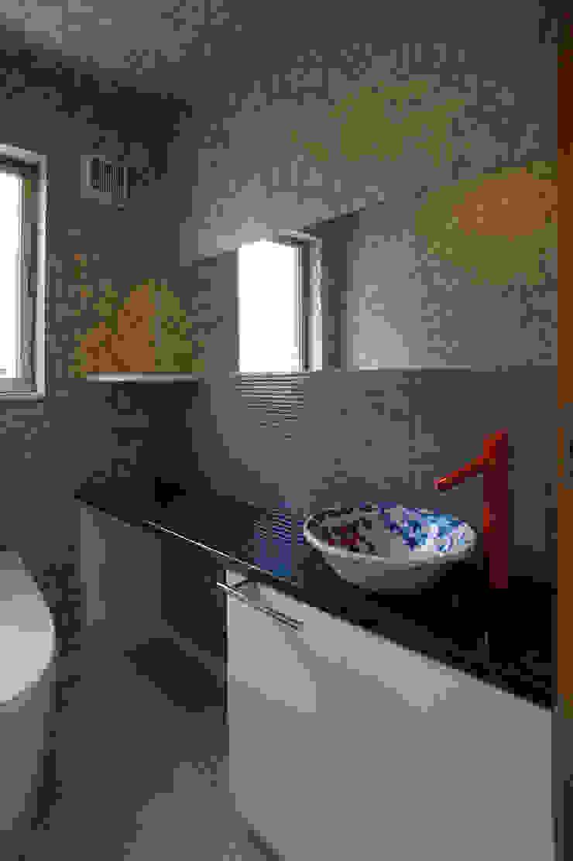 ~深い軒の外部空間を楽しむ『平屋の大屋根の美しい家』 和風の お風呂 の 西薗守 住空間設計室 和風
