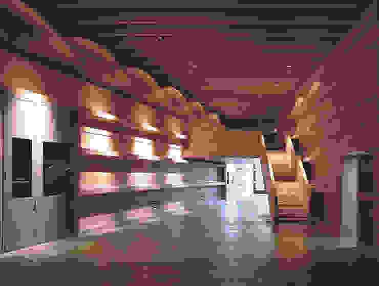 Campo Viejo Winery—Juan Alcorta Winery. The gallery. Minimalist corridor, hallway & stairs by Ignacio Quemada Arquitectos Minimalist