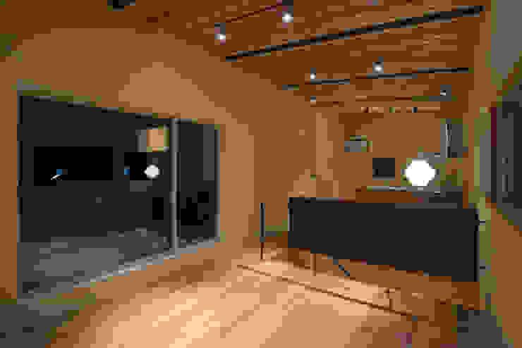 Salon moderne par 市川設計スタジオ Moderne