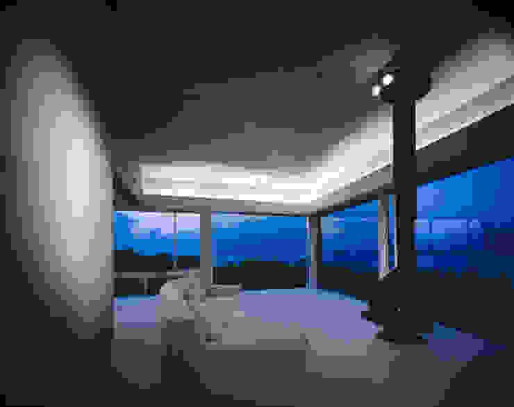 エントランスロビー モダンデザインの 多目的室 の Guen BERTHEAU-SUZUKI Co.,Ltd. モダン