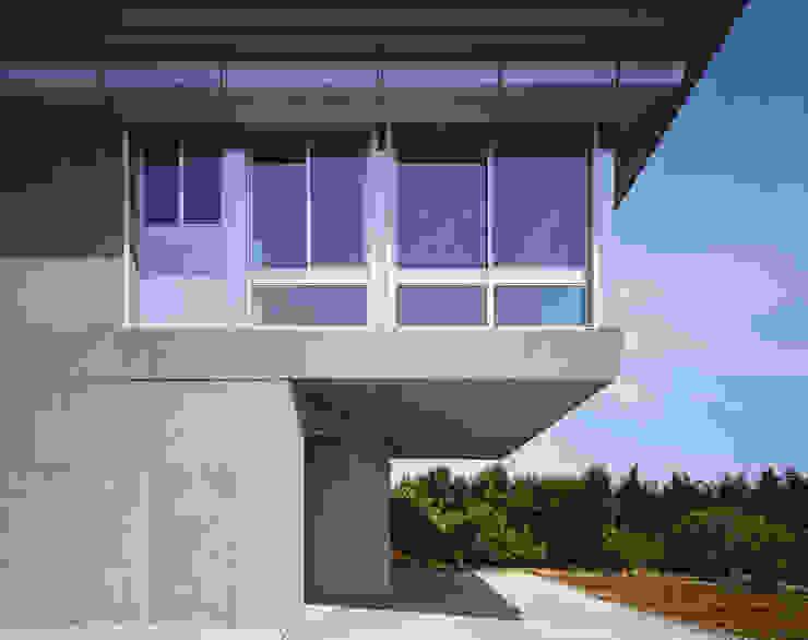 1階ゲストルーム モダンな 家 の Guen BERTHEAU-SUZUKI Co.,Ltd. モダン