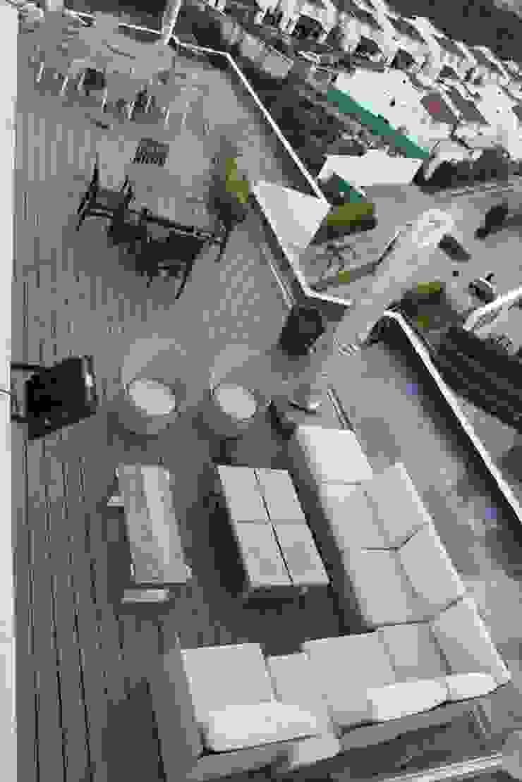 Restaurante-Bar Balcones y terrazas modernos de Wooden Moderno