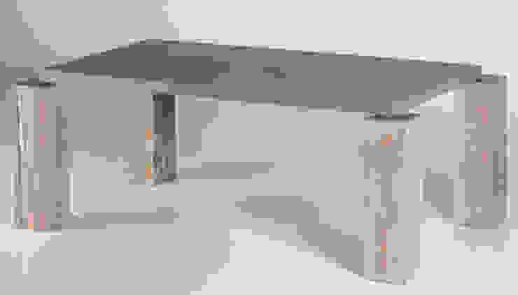 ALTAVOLA NO 2.B od Altavola Design Sp. z o.o. Industrialny Drewno O efekcie drewna