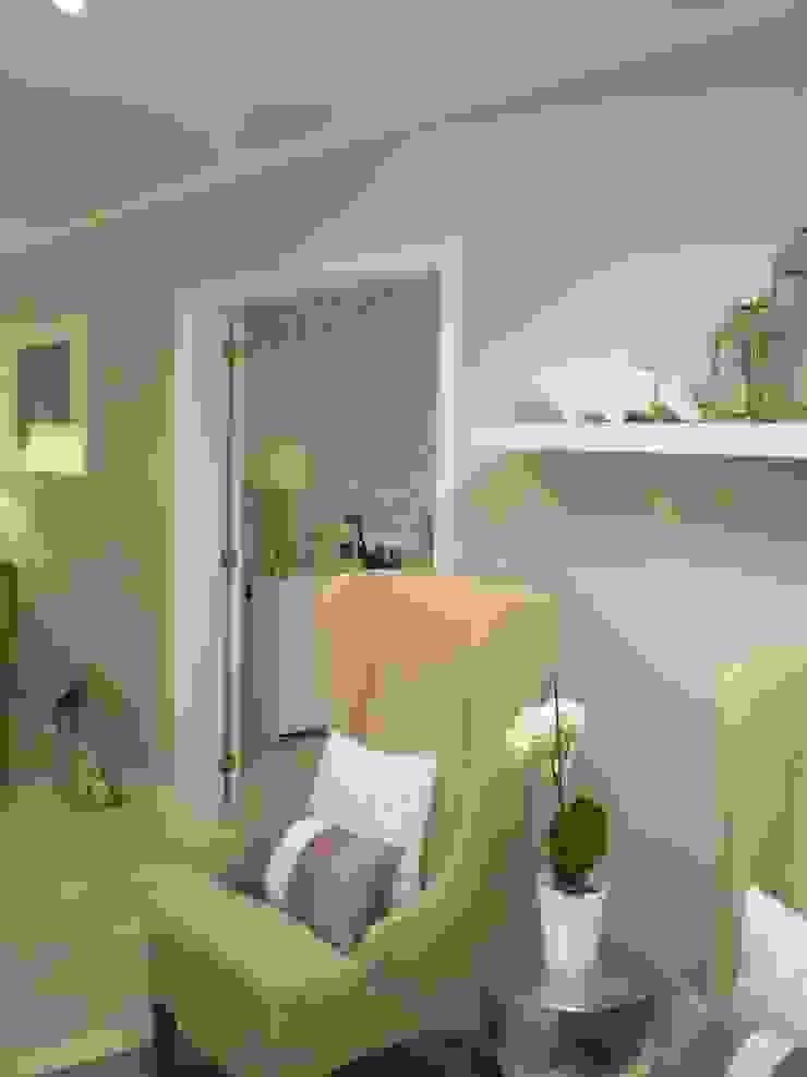 Sala de Estar com passagem para a Sala de Jantar por Isabel Pires de Lima - Interior Design