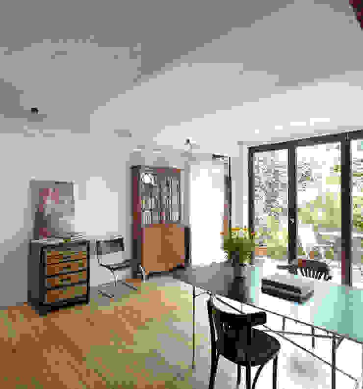 Livings de estilo industrial de Wirth Architekten Industrial