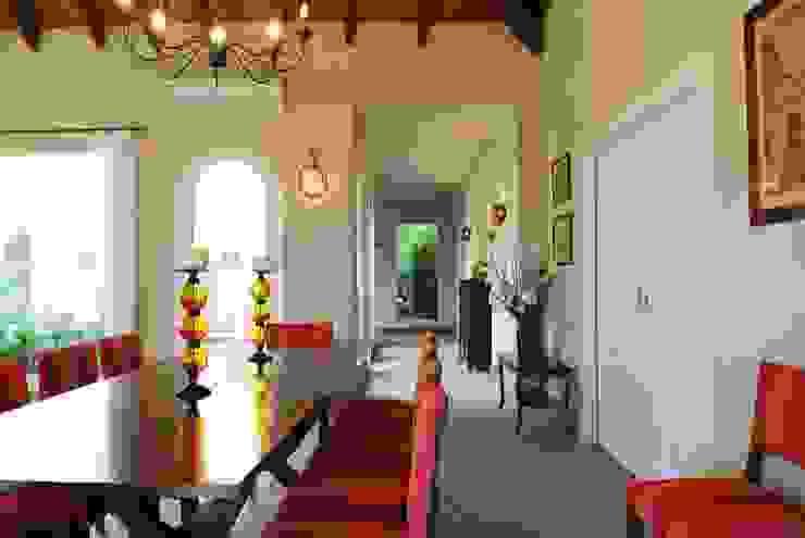 Casa Martindale Salones clásicos de JUNOR ARQUITECTOS Clásico