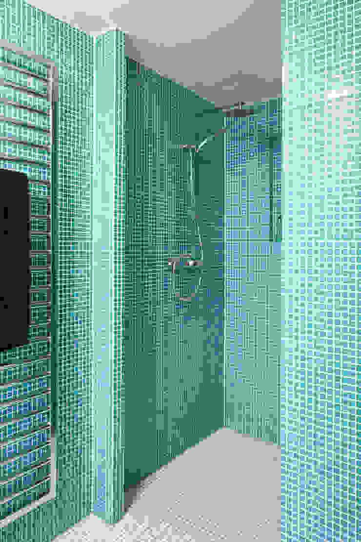 Baños de estilo industrial de Wirth Architekten Industrial
