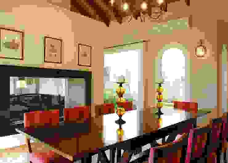 Salle à manger classique par JUNOR ARQUITECTOS Classique