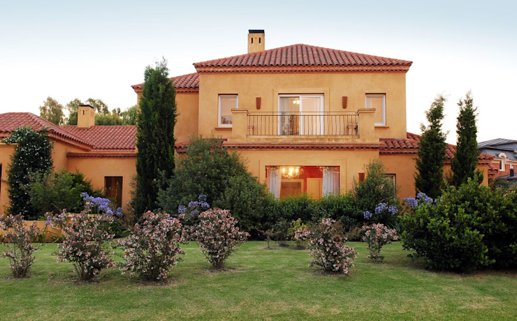 Maisons classiques par JUNOR ARQUITECTOS Classique