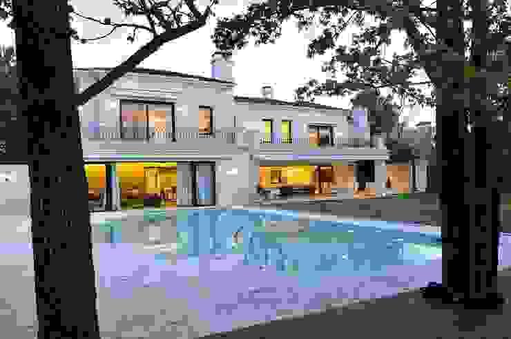 Casa Tortugas Piletas modernas: Ideas, imágenes y decoración de JUNOR ARQUITECTOS Moderno
