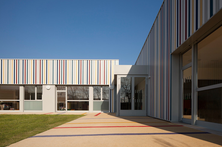 Nursery School, Zarautz. Outdoor playground Ignacio Quemada Arquitectos Modern houses Aluminium/Zinc Multicolored
