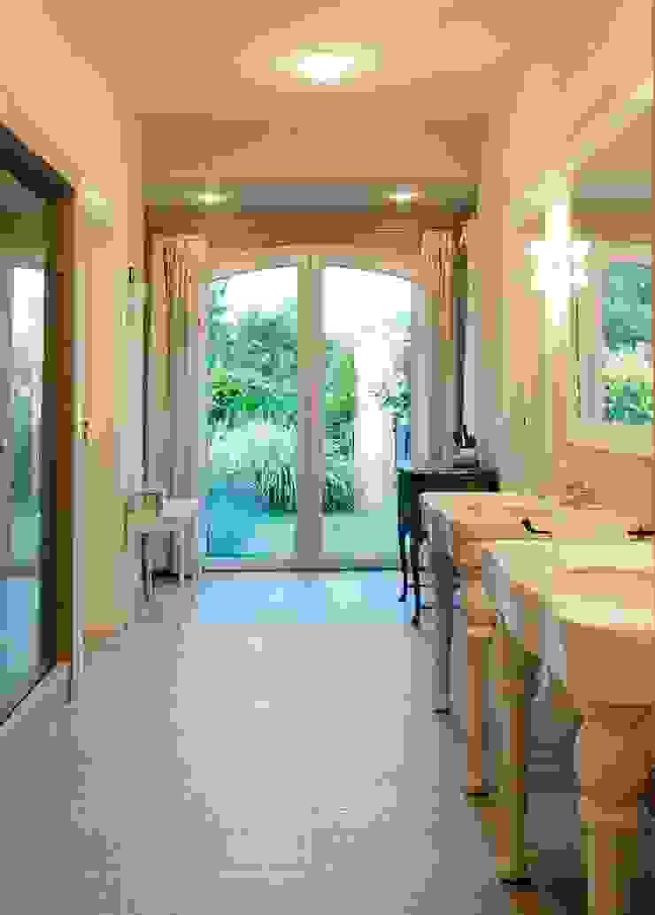 Salle de bain classique par JUNOR ARQUITECTOS Classique