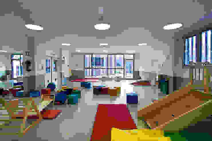 Nursery School, Zarautz. Multi-purpose hall Ignacio Quemada Arquitectos Modern living room White