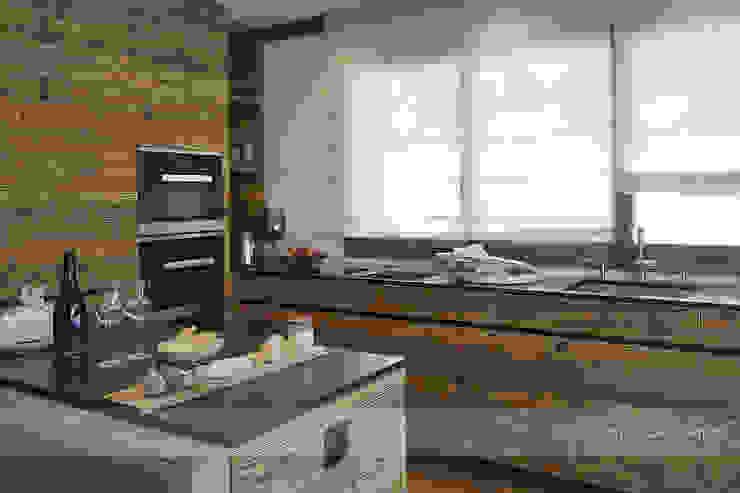 Chalet Valbella Rustikale Küchen von Go Interiors GmbH Rustikal