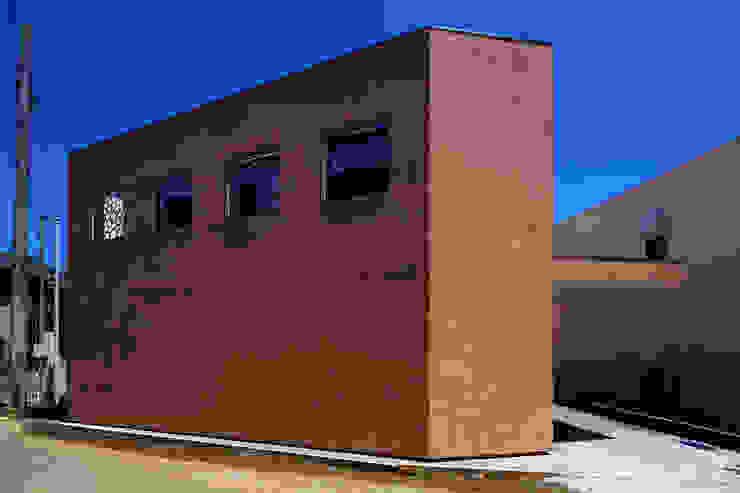 house in yokohama オリジナルな 家 の 株式会社廣田悟建築設計事務所 オリジナル 砂岩