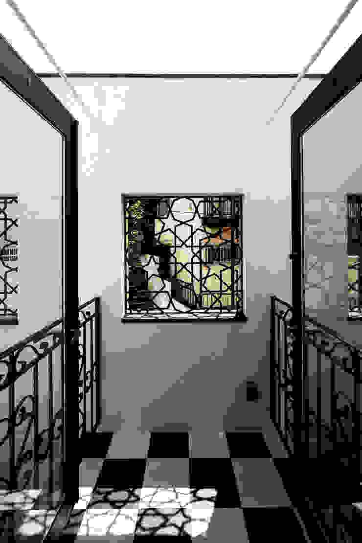 house in yokohama オリジナルデザインの テラス の 株式会社廣田悟建築設計事務所 オリジナル タイル
