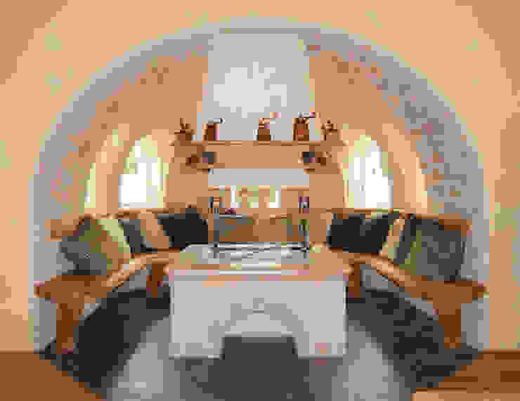 Salas de estar rústicas por RI-NOVO Rústico Madeira Acabamento em madeira