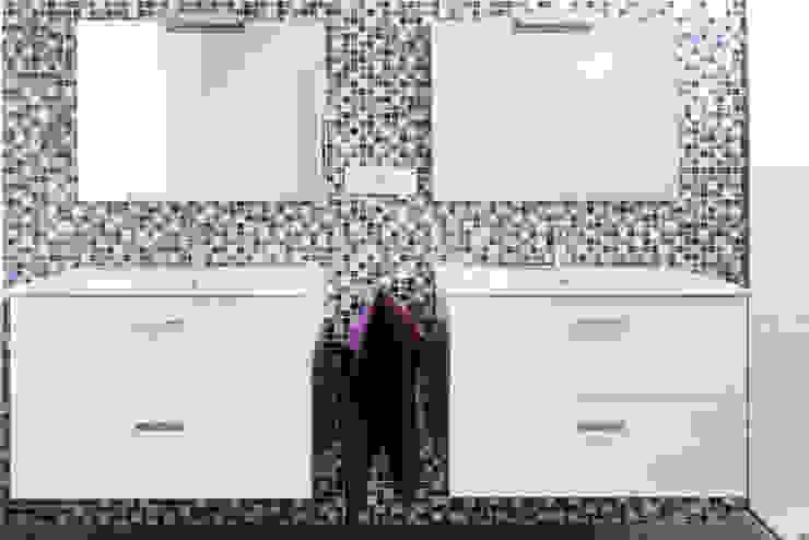 Moderne Badezimmer von acertus Modern Holz Holznachbildung
