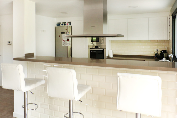 Modern kitchen by acertus Modern