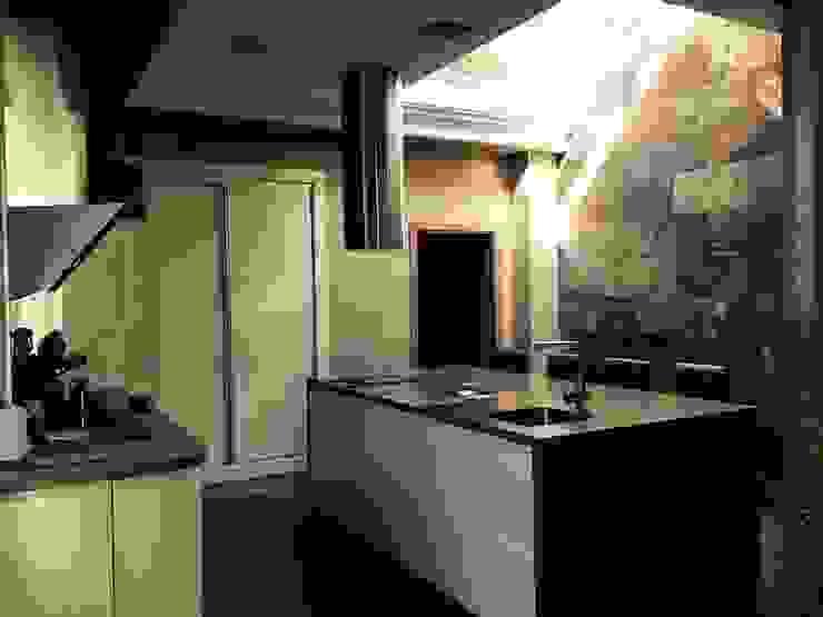 vivienda sevilla Cocinas de estilo moderno de Architect Hugo Castro - HC Estudio Arquitectura y Decoración Moderno