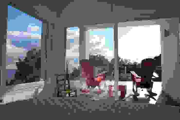 villa en el limonar malaga Dormitorios de estilo moderno de Architect Hugo Castro - HC Estudio Arquitectura y Decoración Moderno