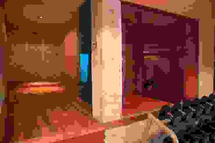 villa en el limonar malaga Gimnasios domésticos de estilo moderno de Architect Hugo Castro - HC Estudio Arquitectura y Decoración Moderno