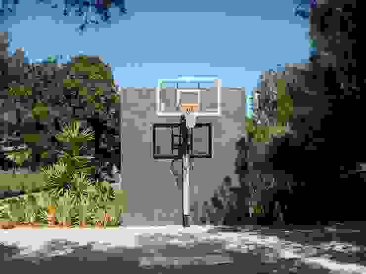 villa en el limonar malaga Jardines de estilo moderno de Architect Hugo Castro - HC Estudio Arquitectura y Decoración Moderno