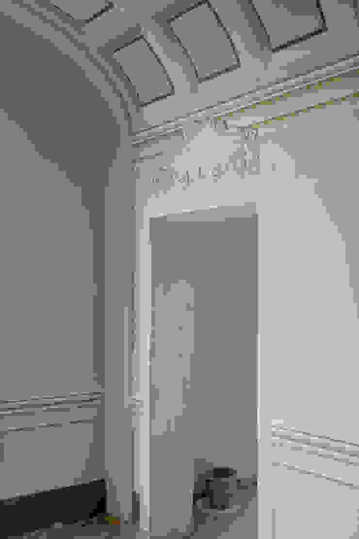 SCUOLA di ESTETICA - Pisa, Italia Ingresso, Corridoio & Scale in stile classico di Art'n'Art Studio di Claudia Masini Classico