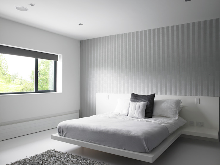 Ice White House-Luxury home Minimalist bedroom by Quirke McNamara Minimalist