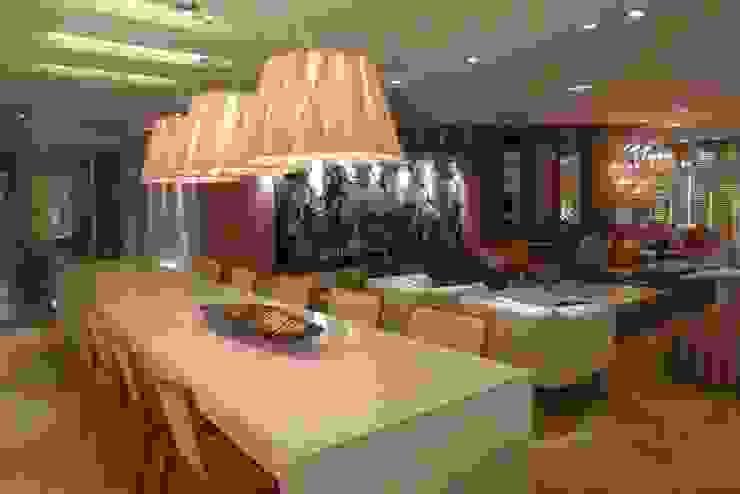 Casa Cor Santa Catarina 2013 Salas de jantar modernas por ANNA MAYA ARQUITETURA E ARTE Moderno MDF