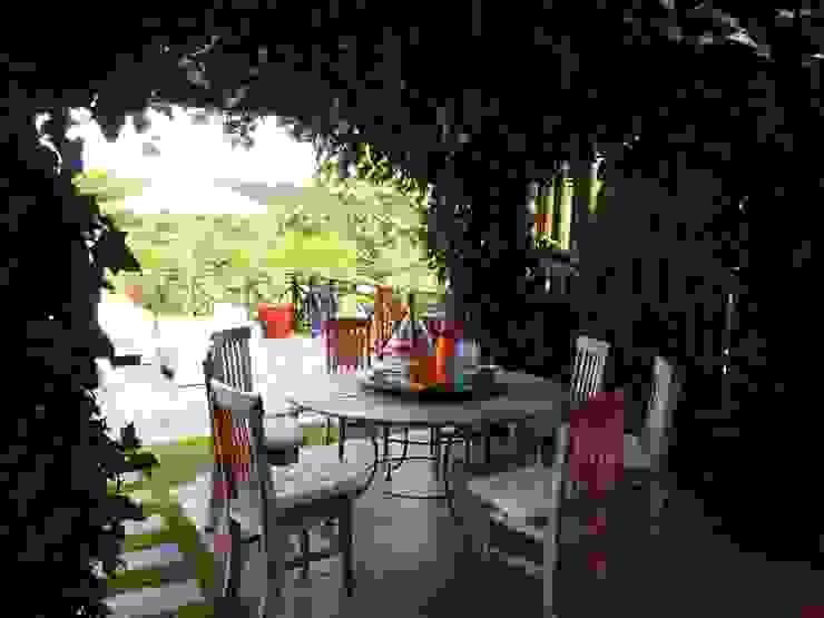 Jardim Varandas, alpendres e terraços campestres por Eveline Sampaio Arquiteta e Designer de Interiores Campestre