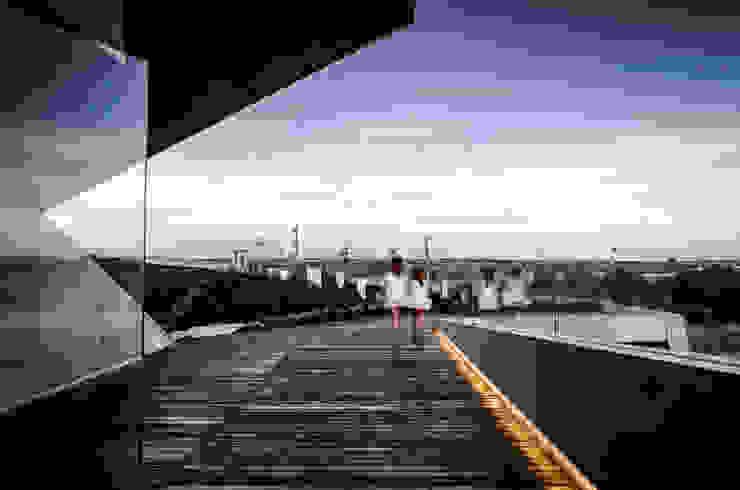 Casa Xafix / Arkylab Balcones y terrazas modernos: Ideas, imágenes y decoración de homify Moderno