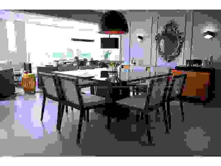 mesa preta espelhada, centro de mesa murano, lustre preto fosco Salas de jantar modernas por LX Arquitetura Moderno