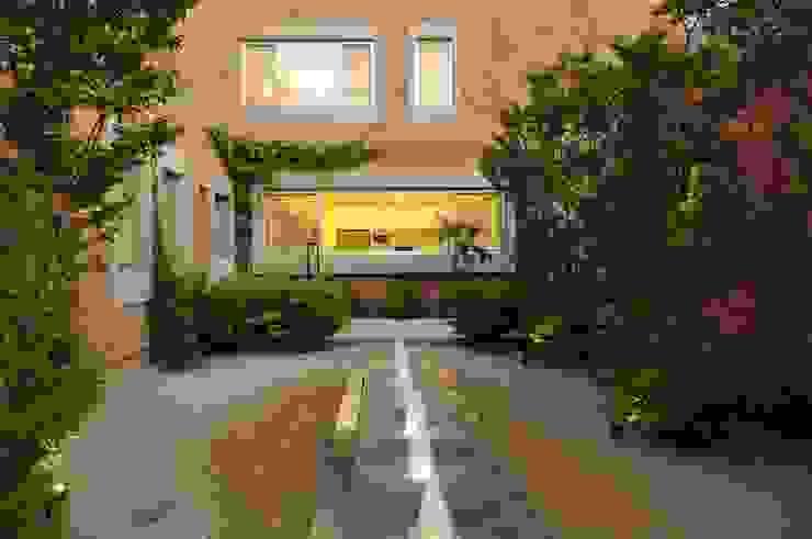 Jardins modernos por JUNOR ARQUITECTOS Moderno