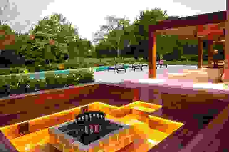 Jardines de estilo  por JUNOR ARQUITECTOS, Moderno