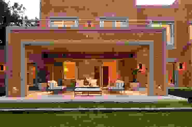 Giardino moderno di JUNOR ARQUITECTOS Moderno