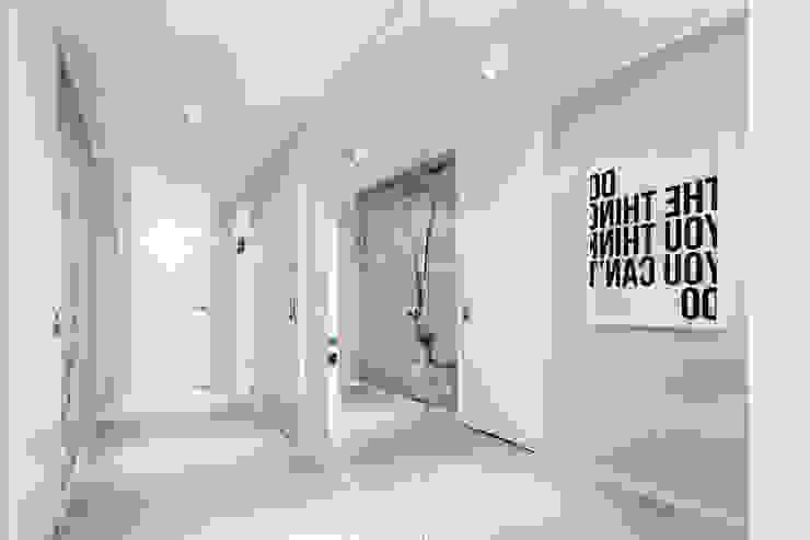Koridor & Tangga Minimalis Oleh Anna Maria Sokołowska Architektura Wnętrz Minimalis