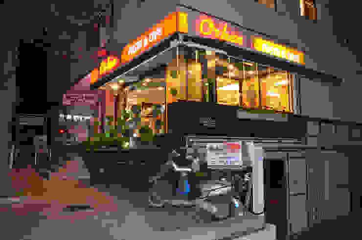 ULUS ORHAN CAFE PATISSERIE Gizem Kesten Architecture / Mimarlik Modern Ahşap Ahşap rengi