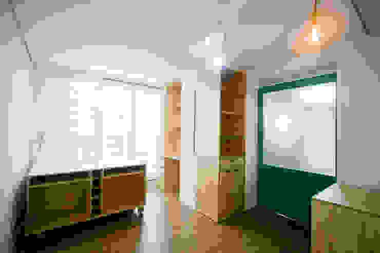 엄마만을 위한 공간과 넓은 주방_36py 홍예디자인 모던스타일 서재 / 사무실