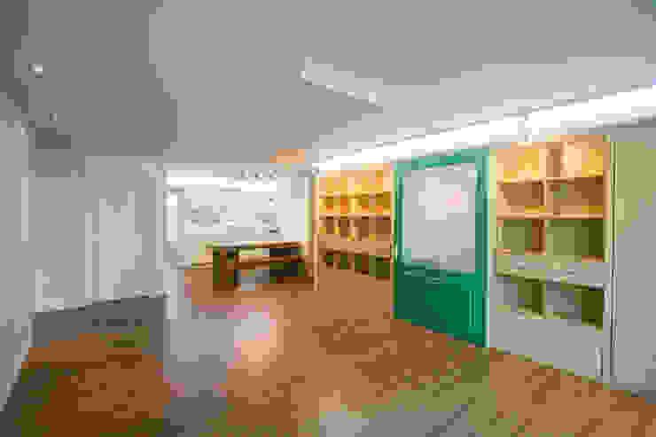 엄마만을 위한 공간과 넓은 주방_36py 홍예디자인 모던스타일 거실