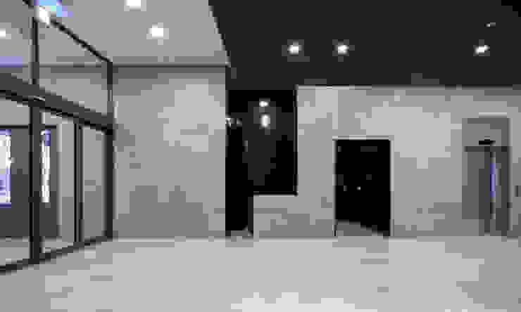 N TOWER GARDEN 모던스타일 복도, 현관 & 계단 by (주)나무아키텍츠 건축사사무소 모던