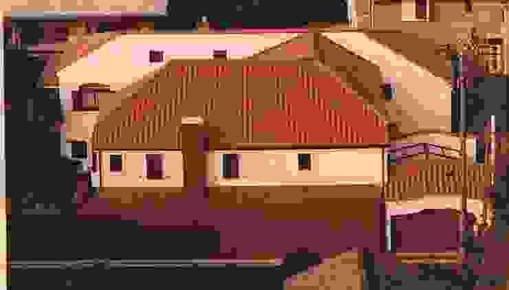 中庭に暮らすスペイン風パティオのある目白の家 地中海風 家 の 株式会社 山本富士雄設計事務所 地中海 タイル